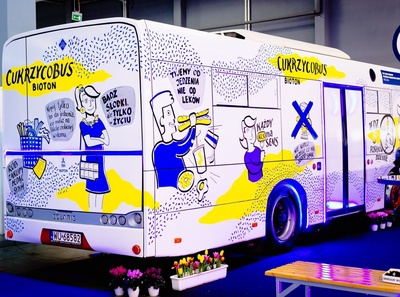 Live drawing on a bus