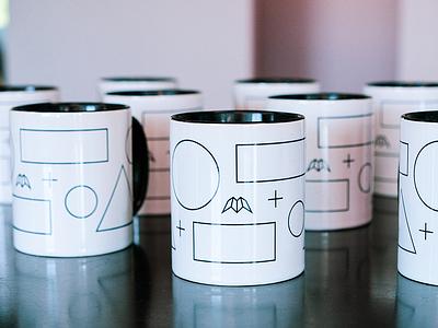 Innovatemap mugs black and white geometric mug