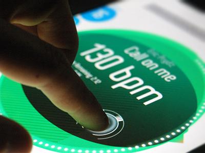 Single deck ipad turntable (Albtrs) dj music player ui interface design touch screen ipad minimal interaction design application interface concept