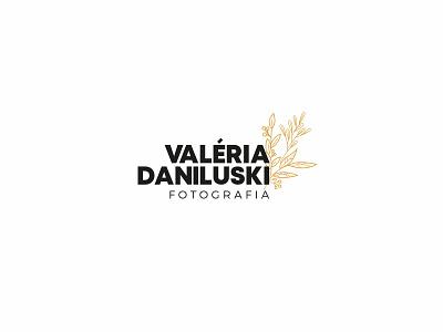 Valéria Daniluski - Photographer Logo photo logo clean logo photographer business card business card real mockup organic logo logo design photographer logo