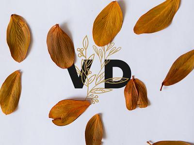 Valéria Daniluski - Photographer logo reduction photo logo clean logo photographer business card business card real mockup organic logo logo design photographer logo