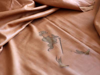 Johnnie Walker´s table design diseño lounge table furniture leather logo striding man johnnie walker