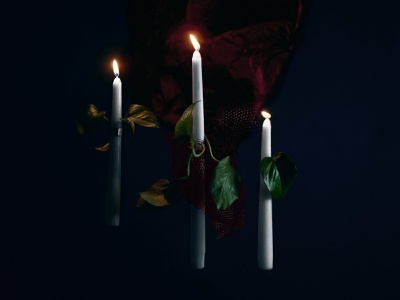 Stilltober - Tranquil eerie spooky floating halloween concept candle photography