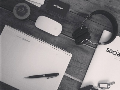 Essentials headphones snus mac imac mbp pen sketch
