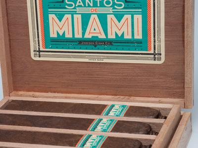 Santos De Miami - Zoom cigars packaging