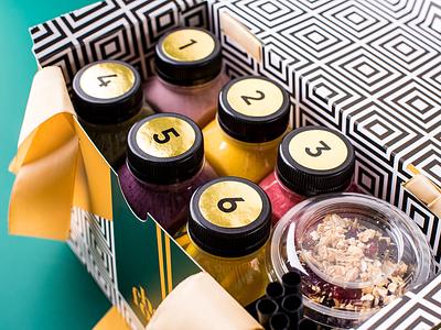 Box for smoothies. HelloFood branding smoothies box identity