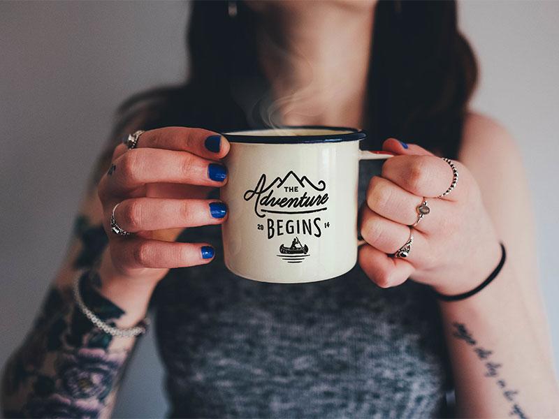 Free enamel coffee mug photo mockup psd file