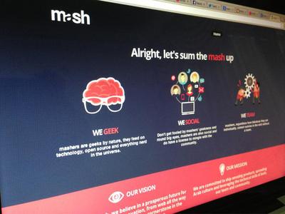 Mash Website  ui ux pink blue violet flat modern mash social geek company startup