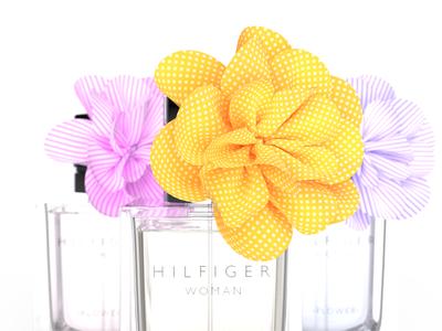 Hilfiger Woman hilfiger bowknot studio bottle 3d render perfume packshot