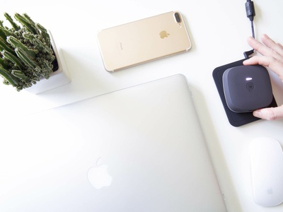 Zens wireless power bank apple watch stovetop product photography qi charging powerbank wireless charger