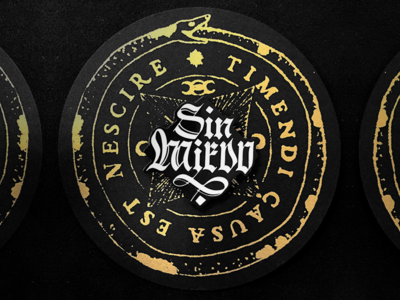 EnamelPin_ SinMiedo blackletters design lettering packaging