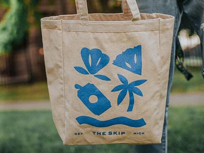 Tote Bag tropical waves design summer pineapple beer palm tree logo branding packaging pattern drawing illustration tote bag