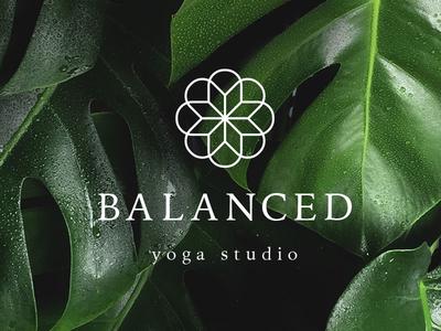 Yoga Logo Sonrisa Studio