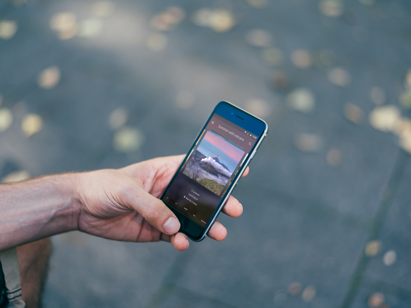A simple photo management application picture manage iphone modern time moment mockup design