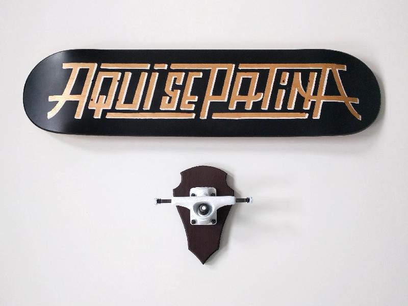 Aquí se patina hunt black trophy handmade truck type lettering custom skateart skate board skateboard