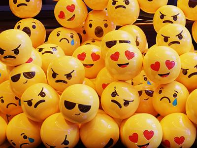 Smiley lights ui clean yellow retro texture models motion creative material emoji art 3d