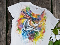 Hand-painted T-shirt, colored owl with the brush, handmade