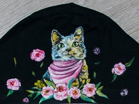 Hand-painted clothing, a cat and the flowers