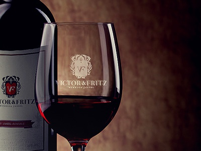 Victor Fritz Logo presentation wine vine alco bottle glass