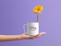 Free Mug On Female Hand Mockup PSD