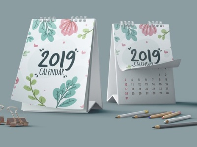 Decorative calendar mockup with pencils Free Psd