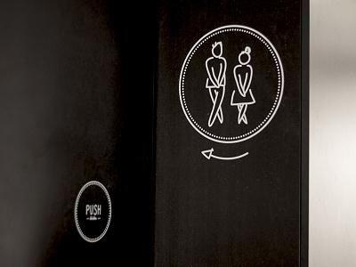 Das Auschlössl / Signage sticker intérieur restaurant bar toilet push signage black white austria