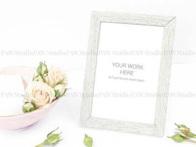 Mockup beige photo frame with roses