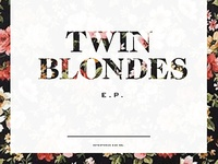 twin blondes