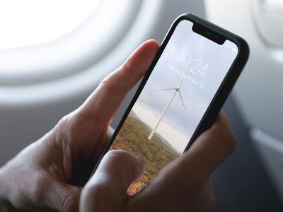 [FREE] Realistic Holding iPhoneX Mockup