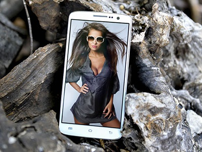 Android Phone in Wild Environment Mock