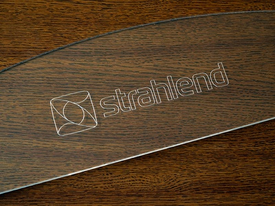 Strahlend's Acrylic Glass