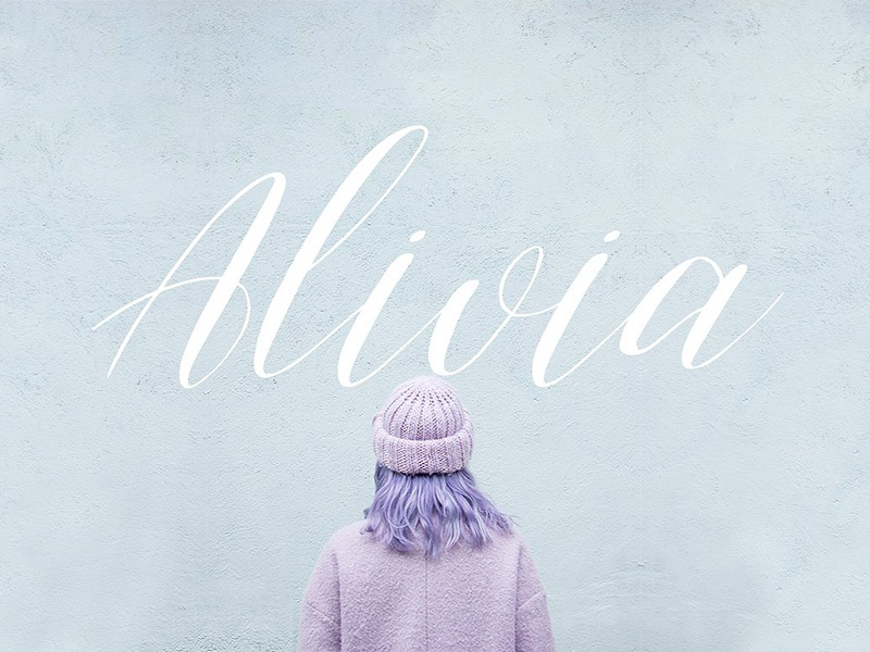 Freebie: Alivia Script Font