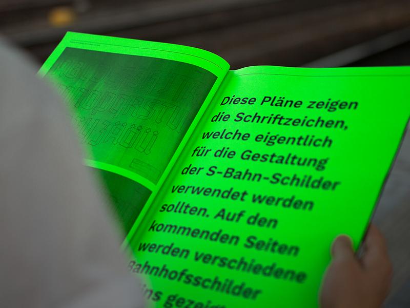 Kurzzeitprojekt 2018   Editorial htw berlin s-bahn a3 neon green fluorescent neon fraktur blackletter font type typografie typography