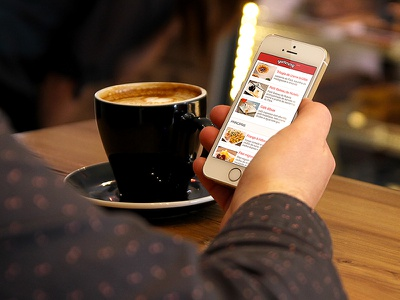 Responsive restaurant menu on iPhone yummmy iphone menu responsive mobile ios red restaurant coffee cardapio mockup coffeeshop