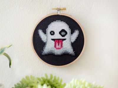 Gettin' Spooky 👻 handmade emoji art emoji embroidery diy cross-stitching cross-stitch cross stitch spooky ghost halloween
