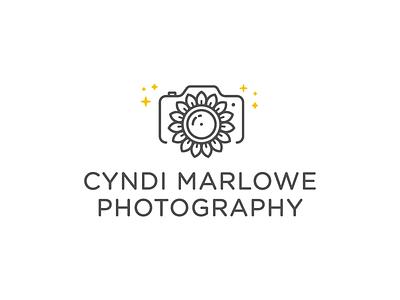 Logo for the momma sunflower monoline logo photographer camera