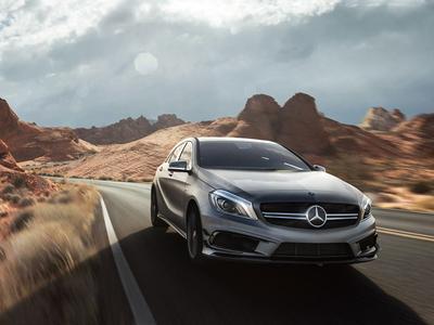 Mercedes GLC - Utah Desert