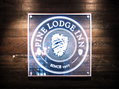 Pine Lodge Inn Sign