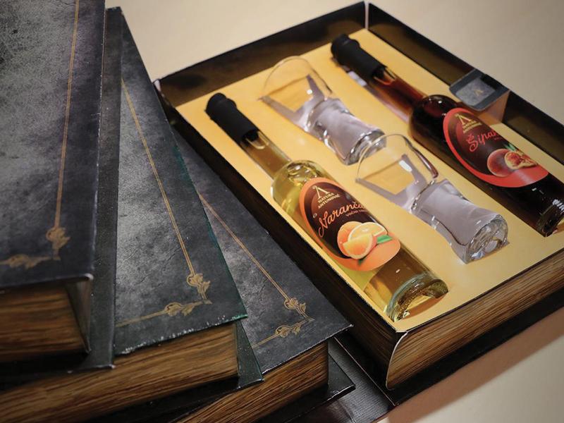 Awarded Gift box of Croatian liquor [Antunović] croatia schnapps liquor pelješac gift box gift