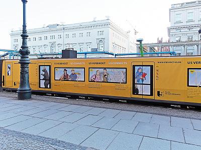 Berliner Verkehrsbetriebe: Projekt U5 bvg berliner verkehrsbetriebe characters illustration projekt u5 building fence berlin römer wildberger