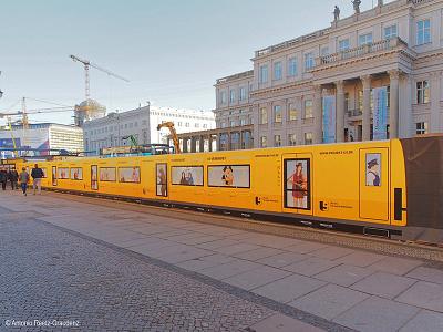 Berliner Verkehrsbetriebe: Projekt U5 römer wildberger berlin building fence projekt u5 illustration characters berliner verkehrsbetriebe bvg