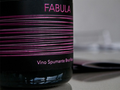 Fabula close_up wine label print typography lines
