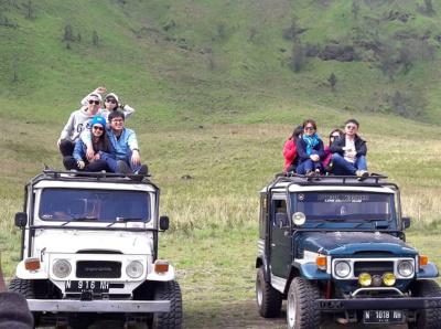 Sewa Jeep Bromo dari Cemoro Lawang 4 Lokasi travel jeep transportation nature volcano mountain hiking