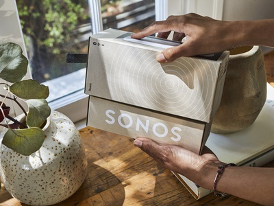 Sonos Roam Packaging photography kraft black white visual graphic foil stamp emboss illustartion paper packaging design sonos