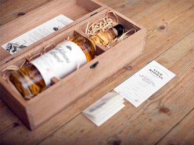 Aalborg Jubilæums Akvavit aalborg jubilæums akvavit aquavit bottle liquor label box packaging gift danish denmark student oak dill wood exclusive