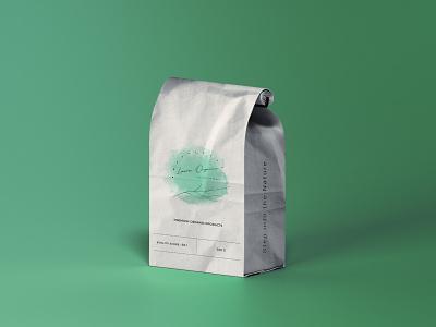 Laura Organics édition femmes pouch design by @mkrmStudio branding illustration design logo graphic design