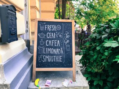 Bernschutz&Co Lettering Menu bucharest bernschutz to go smoothie coffee lemonade tea fresh letters chalk lettering