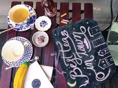 Best Tea In Town blackboard practice calligraphy tea chalk lettering letters lettering chalk bernschutz