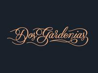 Dos Gardenias Logo