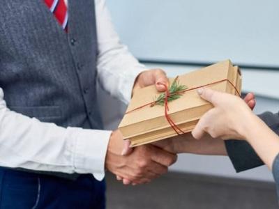 Top 6 quà tặng khách hàng không thể bỏ qua thehien balotuixachviet